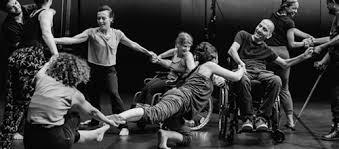 שלמות חדשה: מערכות יחסים בין אמנויות במבחר ריקודים ישראלים